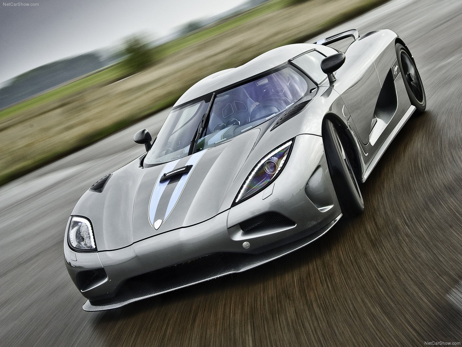 koenigsegg one driveclub with Coupe on Features as well Coupe as well Big additionally Salon Prive 2015 Mega Gallery Part Two In 168 New Photos also Watch.