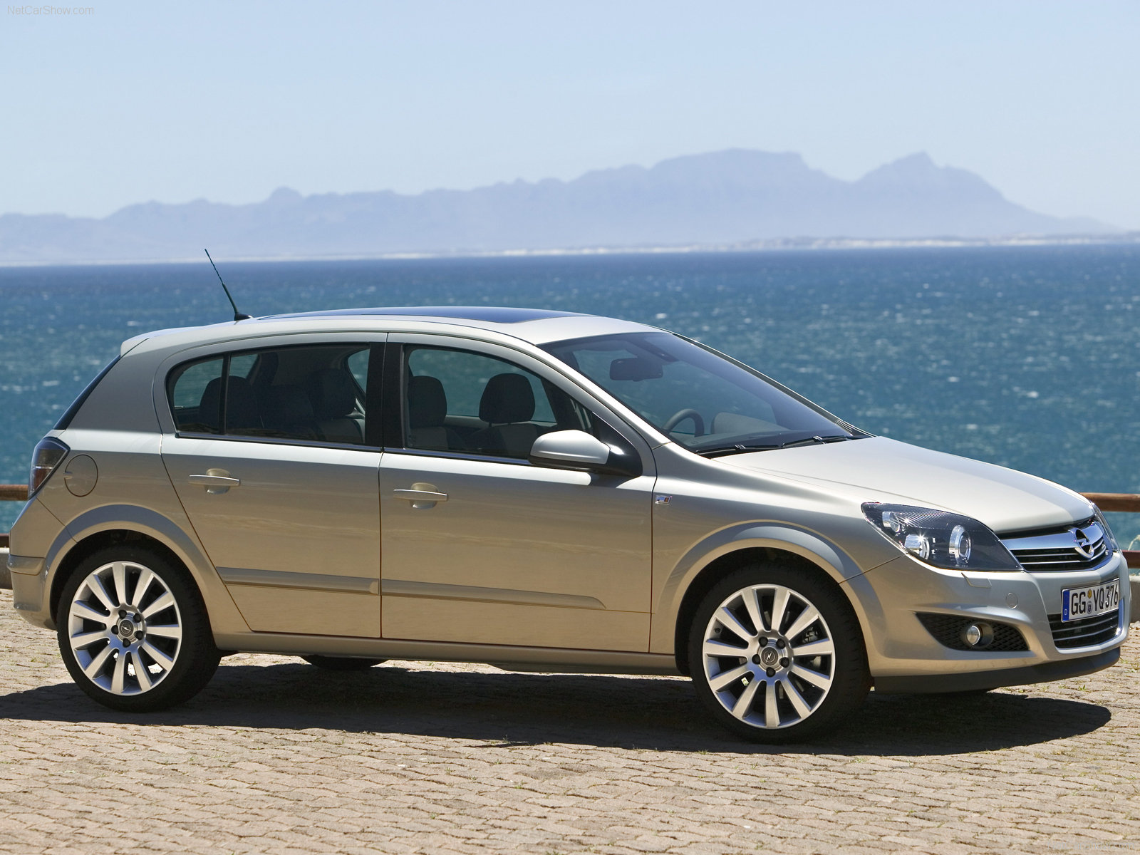 Opel Astra 5 Door Hatchback 2007